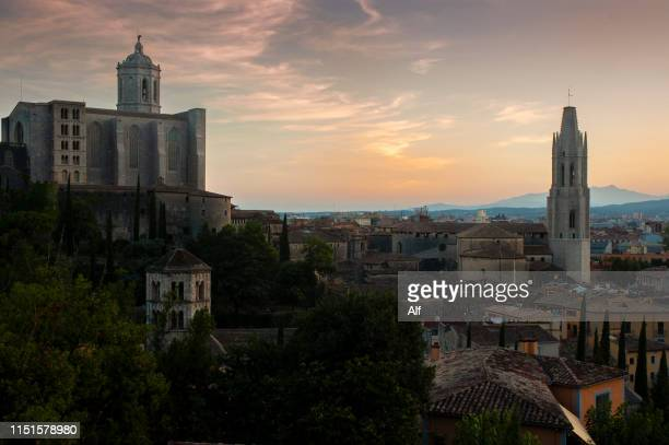 panoramic view of the city of gerona from the passèig de la muralla (walk of the wall), catalonia, spain - gerona city stock pictures, royalty-free photos & images