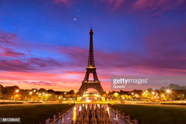 Panoramic view of the Eiffel tower at dawn.