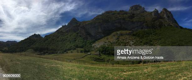 panoramic view of the glacial valley on the route to lago del valle. somiedo natural park, asturias, spain. - vr 360 fotografías e imágenes de stock
