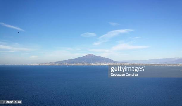 panoramic view of the gulf of naples, in vico equense, italy. - naples italie photos et images de collection
