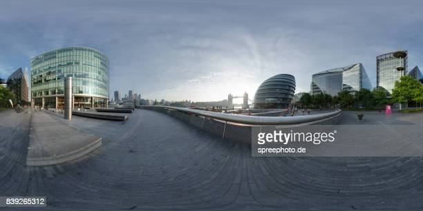 360° panoramic view of the london tower bridge, city hall and the shard - panoramica a 360 gradi foto e immagini stock