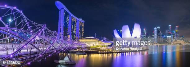 panoramic view of the marina bay at night. singapore. - marina bay sands - fotografias e filmes do acervo