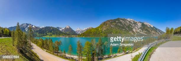 vue panoramique sur le lac de montagne