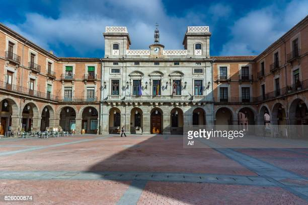 panoramic view of the plaza del mercado chico in avila, spain - flying buttress stock photos and pictures