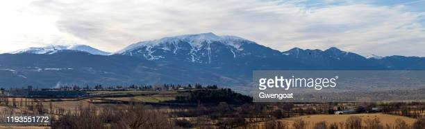 panoramic view of the snow-capped mountains of tosa d'alp and the village of puigcerdà - gwengoat stock pictures, royalty-free photos & images