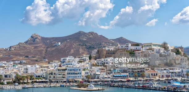 panoramic view of townscape by sea against sky - naxos stockfoto's en -beelden