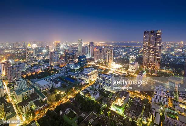 パノラマに広がる眺めをもつアジアの都市景観
