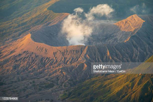 panoramic view of volcanic mountain - shaifulzamri foto e immagini stock