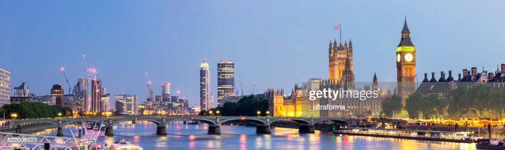 Panoramic view of Westminster Bridge and Westminster Palace with Big Ben at dusk : Stock Photo