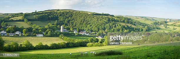 panoramic view of winsford village nestled in countryside in exmoor national park in somerset. - exmoor national park 個照片及圖片檔