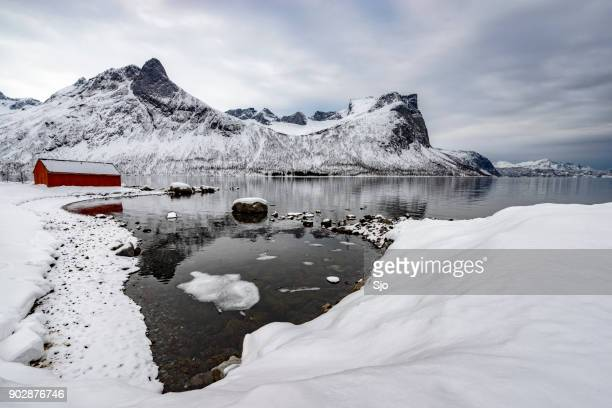 Panoramisch uitzicht op het eiland Senja in Noord Noorwegen in de winter