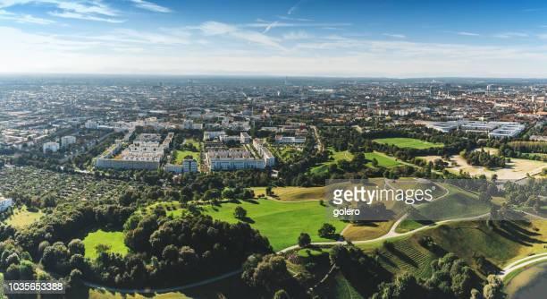 vue panoramique sur munich - parc olympique lieu photos et images de collection
