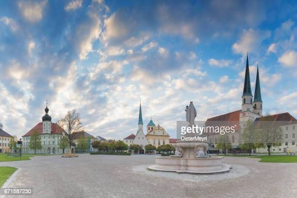 panoramic view over the chapel square of altoetting - dieter meyrl stock-fotos und bilder