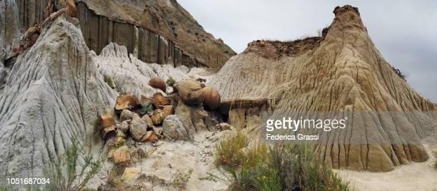 panoramic with cannon ball concretions, north dakota - ノースダコタ州キャノンボール ストックフォトと画像