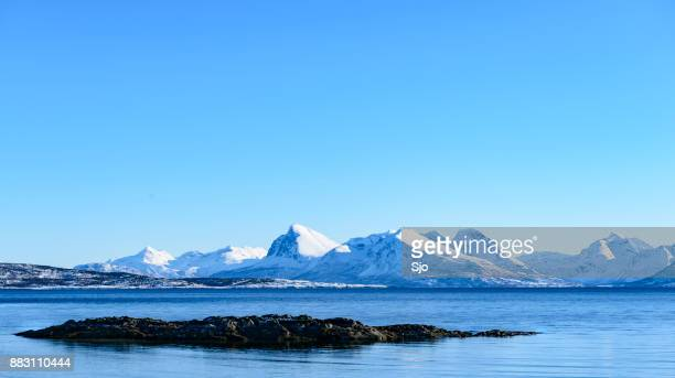 Panormamic uitzicht op het eiland Senja in Noord Noorwegen in de winter
