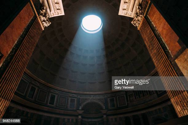 pantheon entrance in rome - antica roma foto e immagini stock