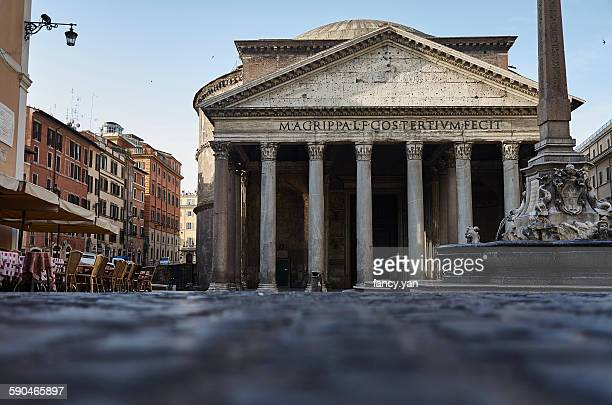 pantheon in rome in the morning - pantheon roma foto e immagini stock