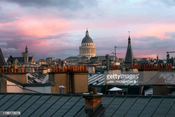 panthéon, paris - toit photos et images de collection