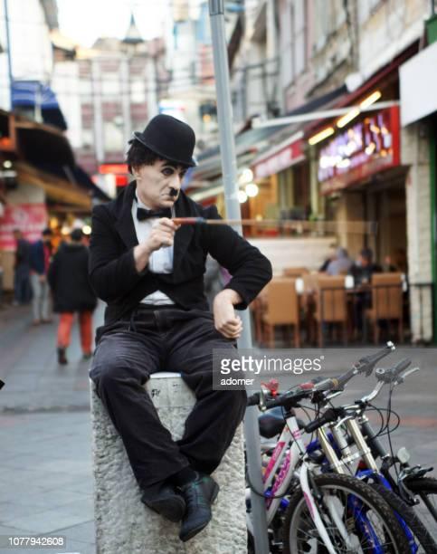 pantomimer as charlie chaplin - celebrity fake photos foto e immagini stock