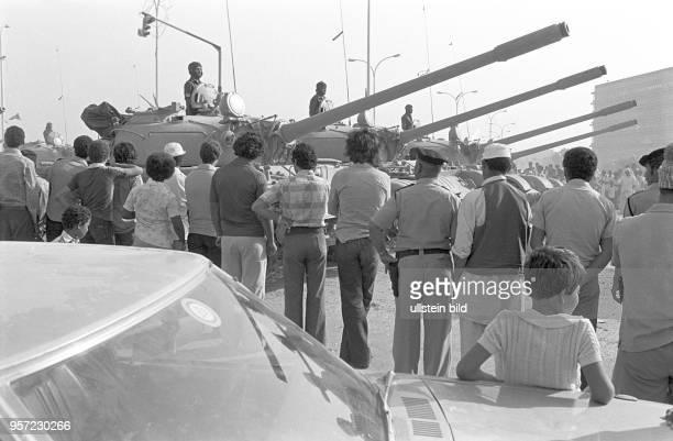 Panzer bei einer Militärparade in Bengasi im September 1979 anlässlich des 10 Jahrestages des Sturzes der Monarchie