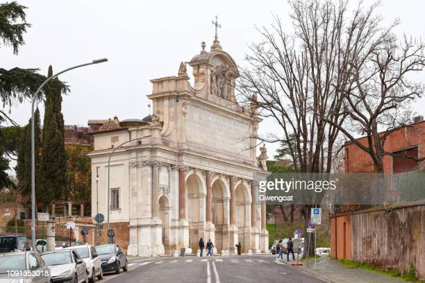 fontana dell'acqua paola in rome - gwengoat stock pictures, royalty-free photos & images