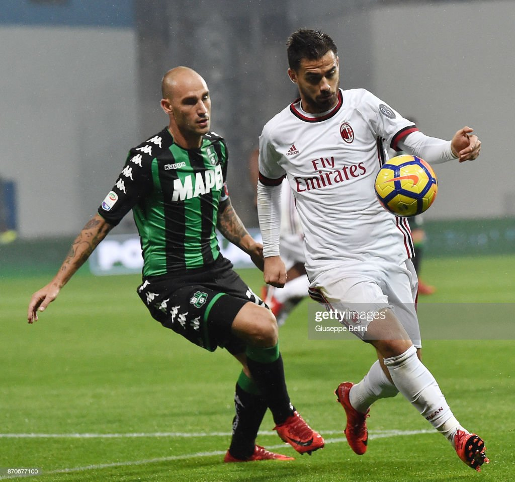 Paolo Cannavaro of US Sassuolo and Suso of AC Milan in action during the Serie A match between US Sassuolo and AC Milan at Mapei Stadium - Citta' del Tricolore on November 5, 2017 in Reggio nell'Emilia, Italy.