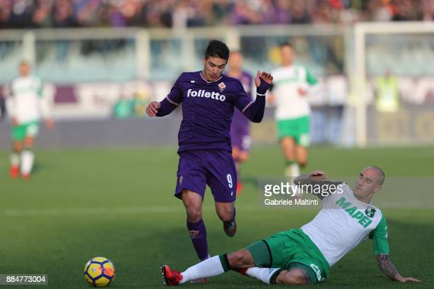 Paolo Cannavaro of US Sassuolo challenges Giovanni Simeone of ACF Fiorentina during the Serie A match between ACF Fiorentina and US Sassuolo at...