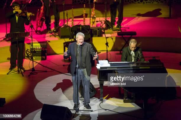 Paolo Conte - der italienische Liedermacher, Chansonsaenger, Jazzmusiker und Komponist bei einem Konzert in der Hamburger Elphilharmonie