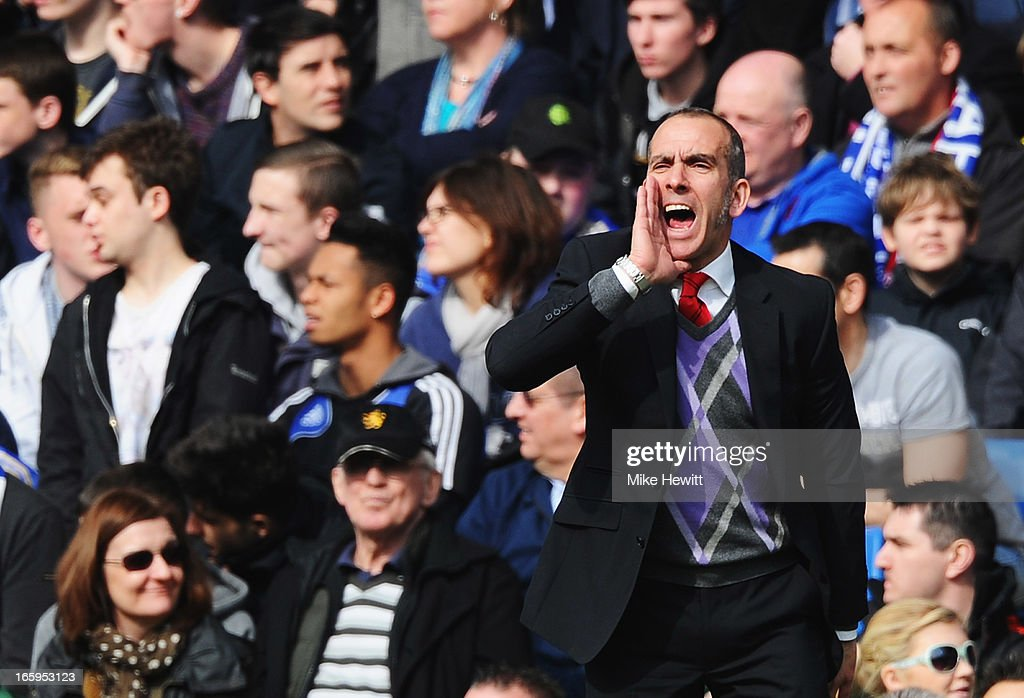 Paolo Di Canio, manager of Sunderland gives instructions during the Barclays Premier League match between Chelsea and Sunderland at Stamford Bridge on April 7, 2013 in London, England.