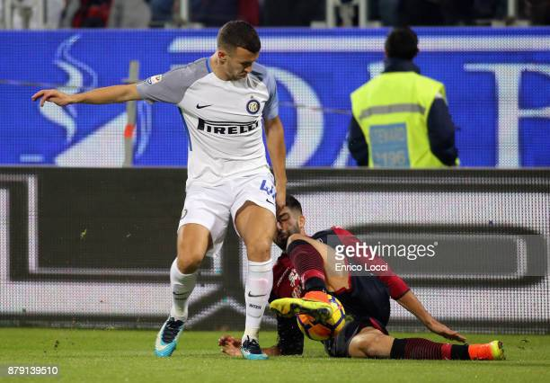 Paolo Faragò of Cagliari in action during the Serie A match between Cagliari Calcio and FC Internazionale at Stadio Sant'Elia on November 25 2017 in...
