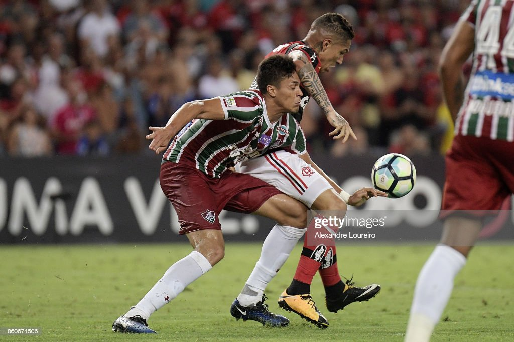 Paolo Guerrero (R) of Flamengo battles for the ball with Reginaldo of Fluminense during the match between Flamengo and Fluminense as part of Brasileirao Series A 2017 at Maracana Stadium on October 12, 2017 in Rio de Janeiro, Brazil.