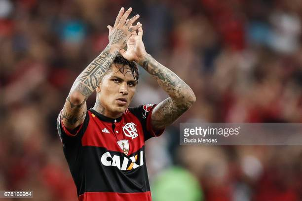 Paolo Guerrero of Flamengo celebrates the victory against Universidad Catolica during a match between Flamengo and Universidad Catolica as part of...