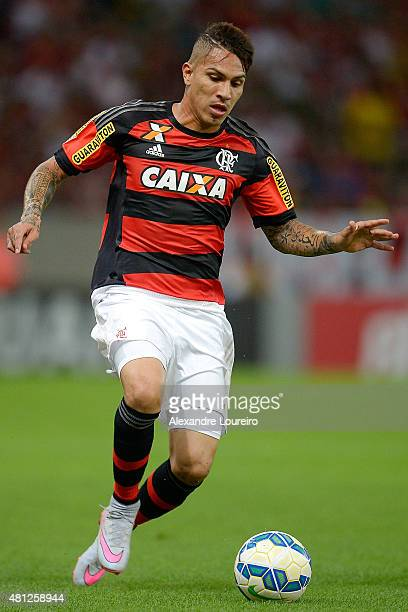 Paolo Guerrero Êof Flamengo in action during the match between Flamengo and Gremio as part of Brasileirao Series A 2015 at Maracana stadium on July...