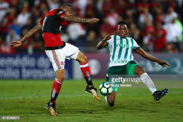 Paolo Guerrero of Flamengo kicks and scores for the goal during a match between Flamengo and Palmeiras as part of Brasileirao Series A 2017 at Ilha...