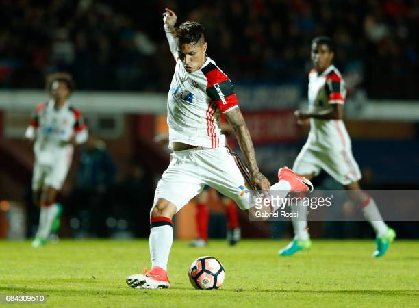 Paolo Guerrero of Flamengo takes a shot during a group stage match between San Lorenzo and Flamengo as part of Copa CONMEBOL Libertadores Bridgestone...