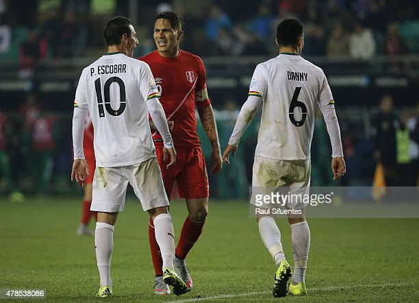 Paolo Guerrero of Peru argues with Pablo Escobar of Bolivia during the 2015 Copa America Chile quarter final match between Peru and Bolivia at German...