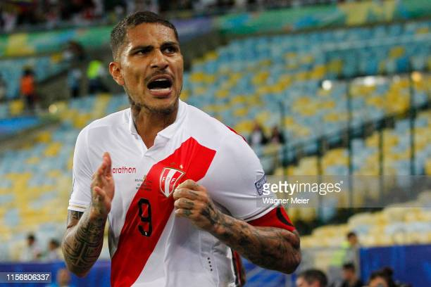 Paolo Guerrero of Peru celebrates after scoring the equalizer during the Copa America Brazil 2019 group A match between Bolivia and Peru at Maracana...