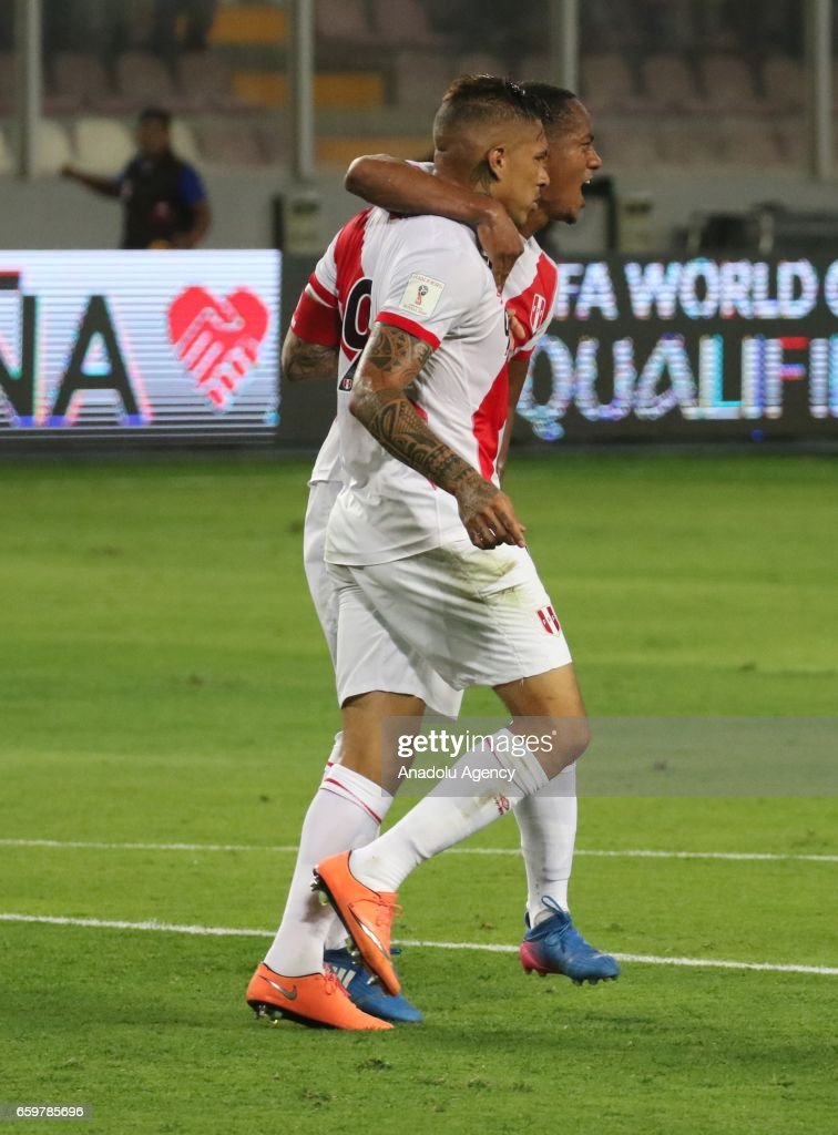 Paolo Guerrero of Peru celebrates with his teammate after