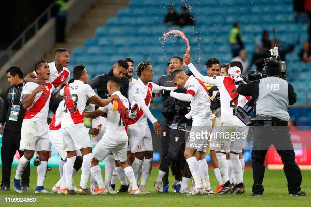 Paolo Guerrero of Peru celebrates with teammates after winning the Copa America Brazil 2019 Semi Final match between Chile and Peru at Arena do...