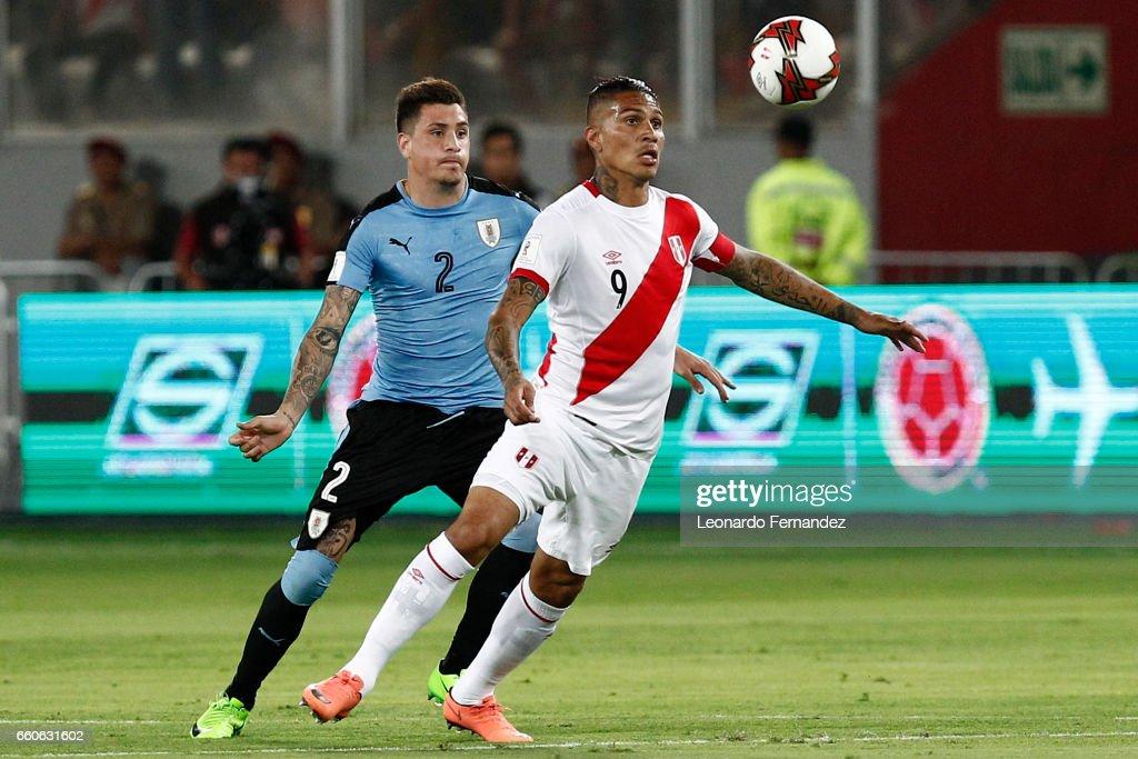 Peru v Uruguay - FIFA 2018 World Cup Qualifiers : Photo d'actualité