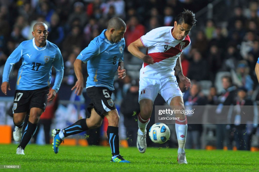 Uruguay v Peru - Copa America 2011 Seimfinal