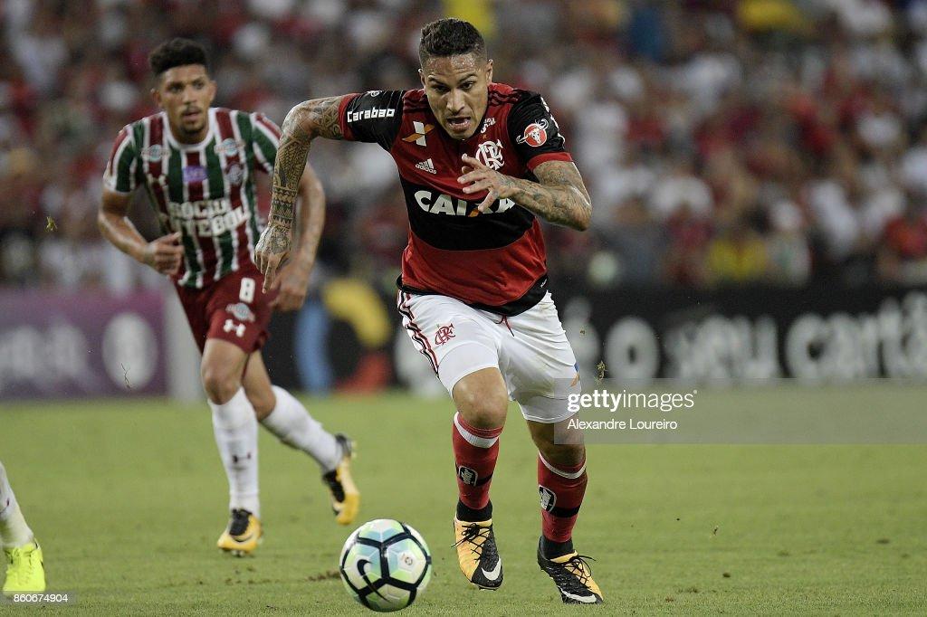 Paolo Guerreroof Flamengo runs with the ball during the match between Flamengo and Fluminense as part of Brasileirao Series A 2017 at Maracana Stadium on October 12, 2017 in Rio de Janeiro, Brazil.