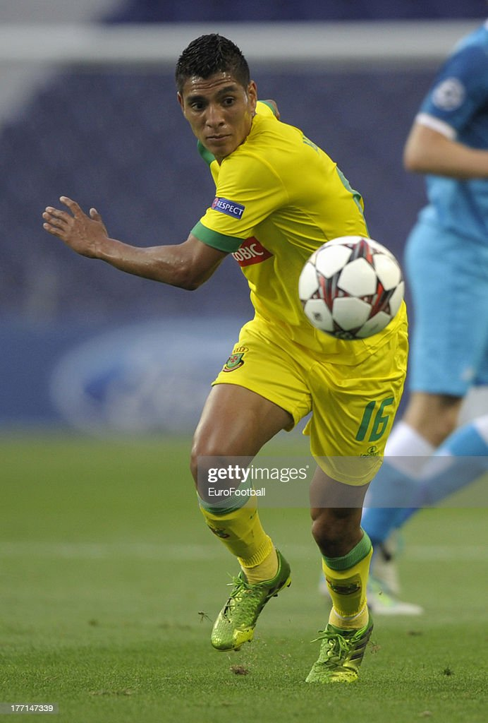 Paolo Hurtado of FC Pacos de Ferreira in action during the UEFA Champions League play-off first leg match between FC Pacos de Ferreira and FC Zenit St Petersburg held on August 20, 2013 at the Estadio do Dragao, in Porto, Portugal.