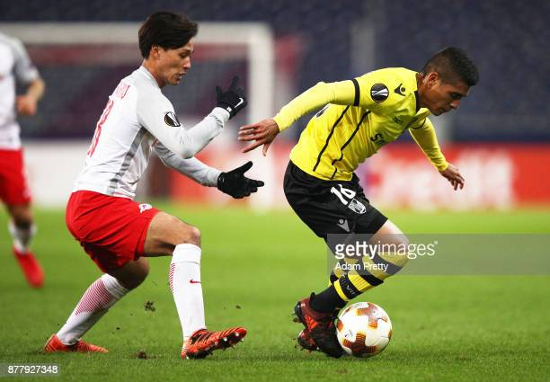 Paolo Hurtado of Vitoria Guimaraes is challenged by Takumi Minamino of Red Bull Salzburg during the UEFA Europa League group I match between FC...