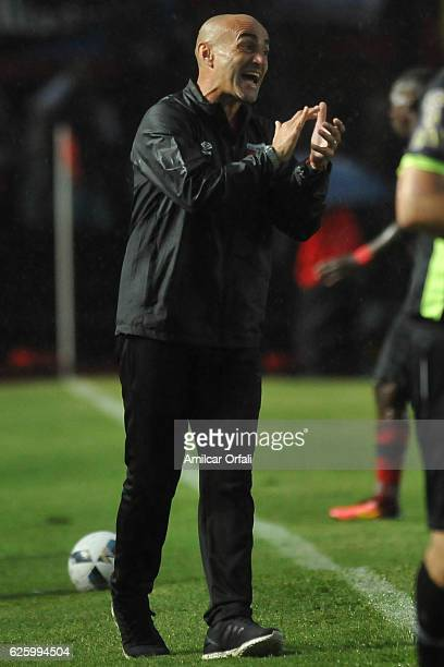 Paolo Montero coach of Colon shouts instructions to his players during a match between Colon and Newell's Old Boys as part of Torneo Primera Division...