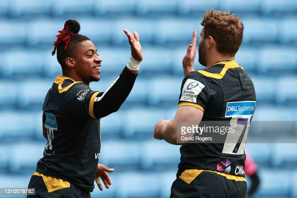 Paolo Odogwu of Wasps celebrates with teammate Thomas Young after scoring his team's first try during the Heineken Champions Cup Round of 16 match...