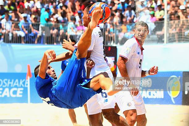 Paolo Palmacci of Italy is challenged by Cristian Sanchez and Greivin Pacheco of Costa Rica during the FIFA Beach Soccer World Cup Portugal 2015...