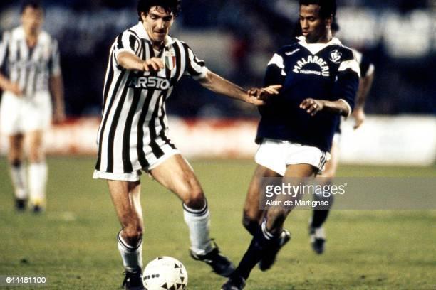 Paolo ROSSI / Jean TIGANA Bordeaux / Juventus Turin 1/2 finale retour Coupe d'Europe des Clubs Champions Bordeaux Photo Alain De Martignac / Icon...