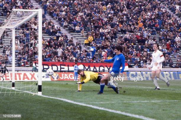 Paolo Rossi of Italy scores during the World Cup match between Italy and Hungary at Estadio Jose Maria Minella Mar del Plata Argentina on 6th June...