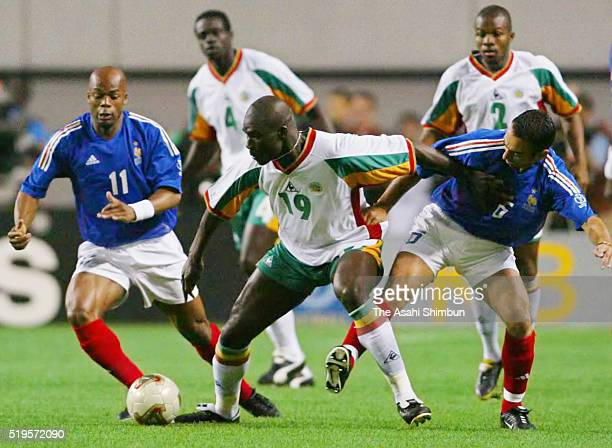 Papa Bouba Diop of Senegal controls the ball under pressure of Sylvain Wiltord and Youri Djorkaeff of France during the FIFA World Cup Korea/Japan...